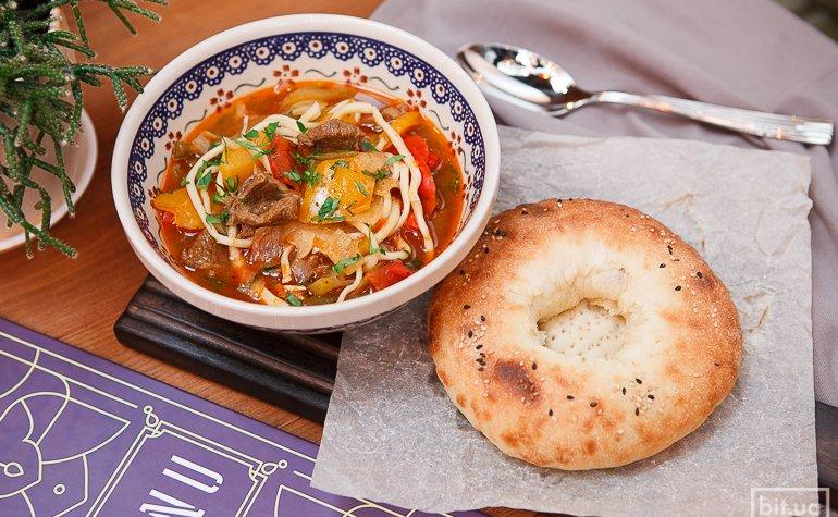 Лагман (суп) – 98 грн., самса со шпинатом (2 шт.) – 78 грн.